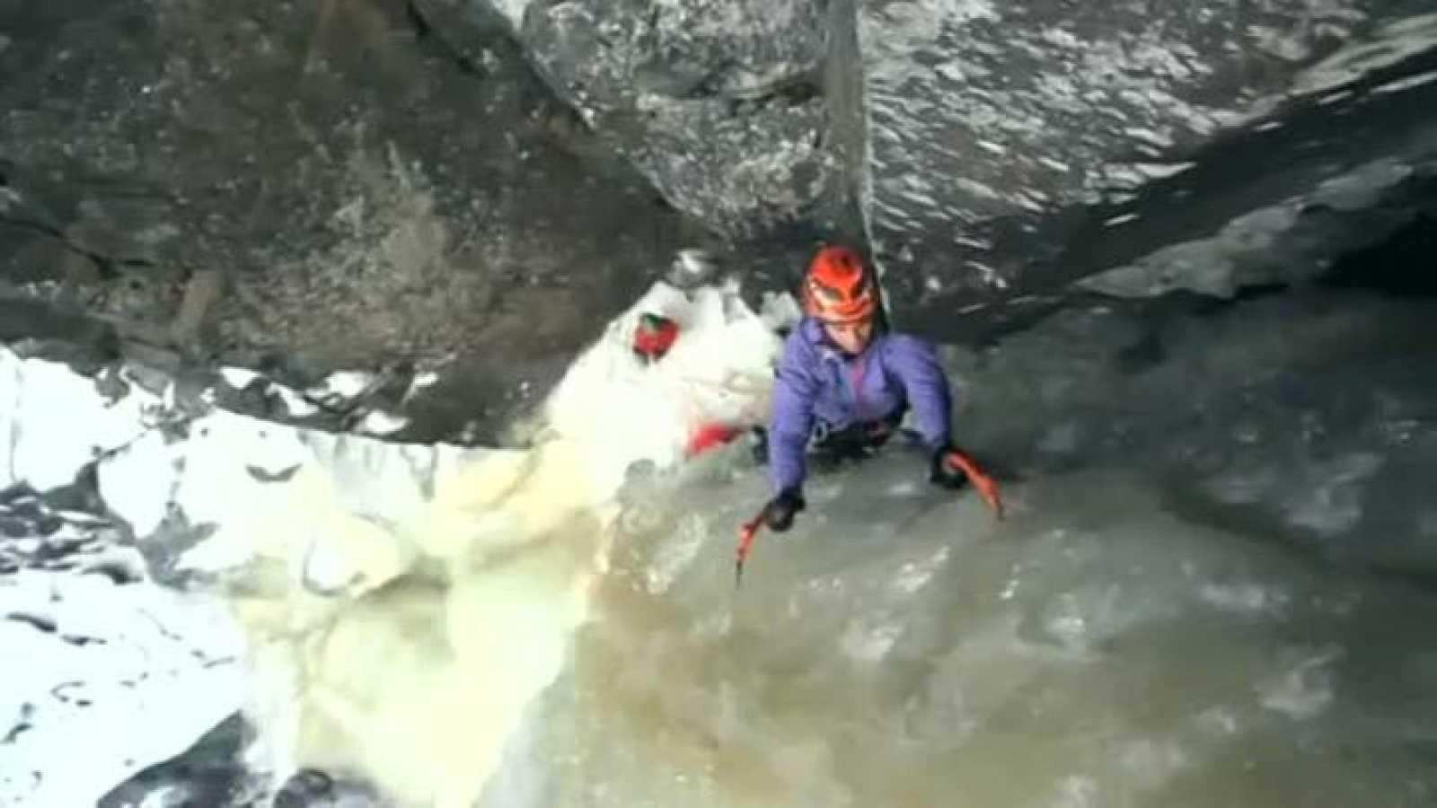 Cecilia Buil escala la pared helada de la Lipton Ice