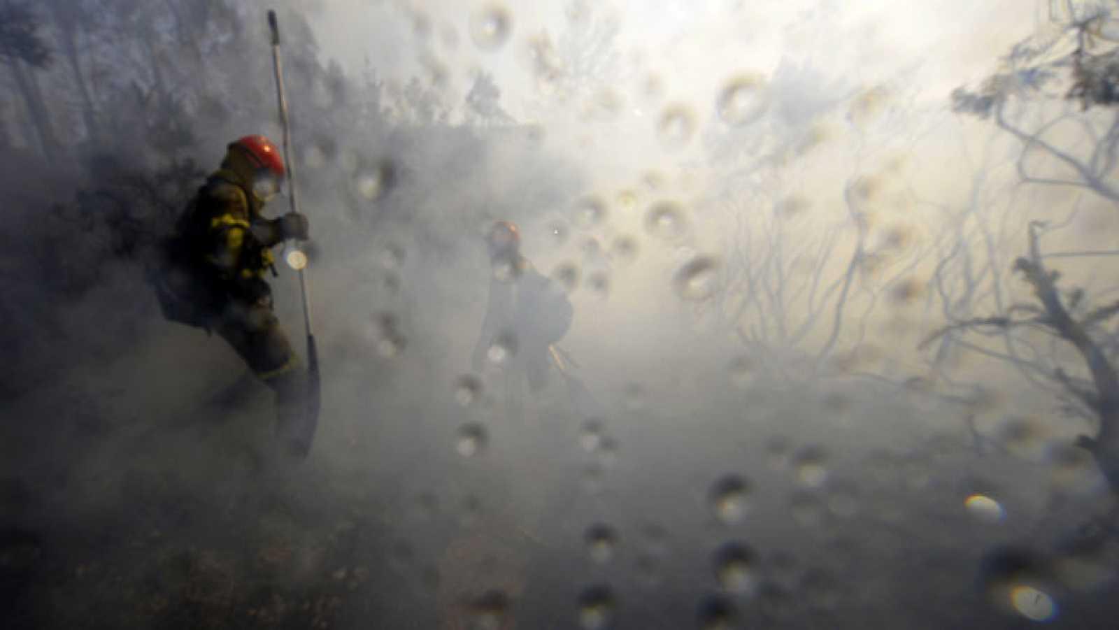Continúa activo el incendio en las Fraguas do Eume