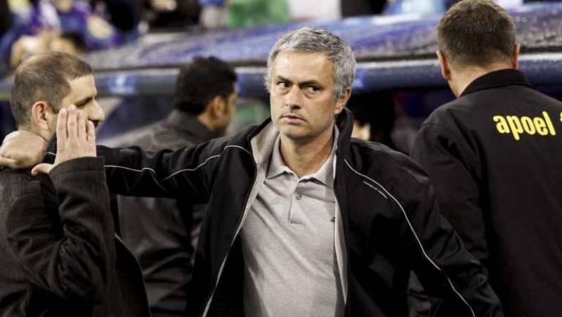 El entrenador del Real madrid, José Mourinho, se ha felicitado por la goleada de su equipo ante el Apoel (5-2) y el pase a semifinales de Champions League. Además, el portugués se ha mostrado convencido de que el FC Barcelona ganará al Chelsea y dis
