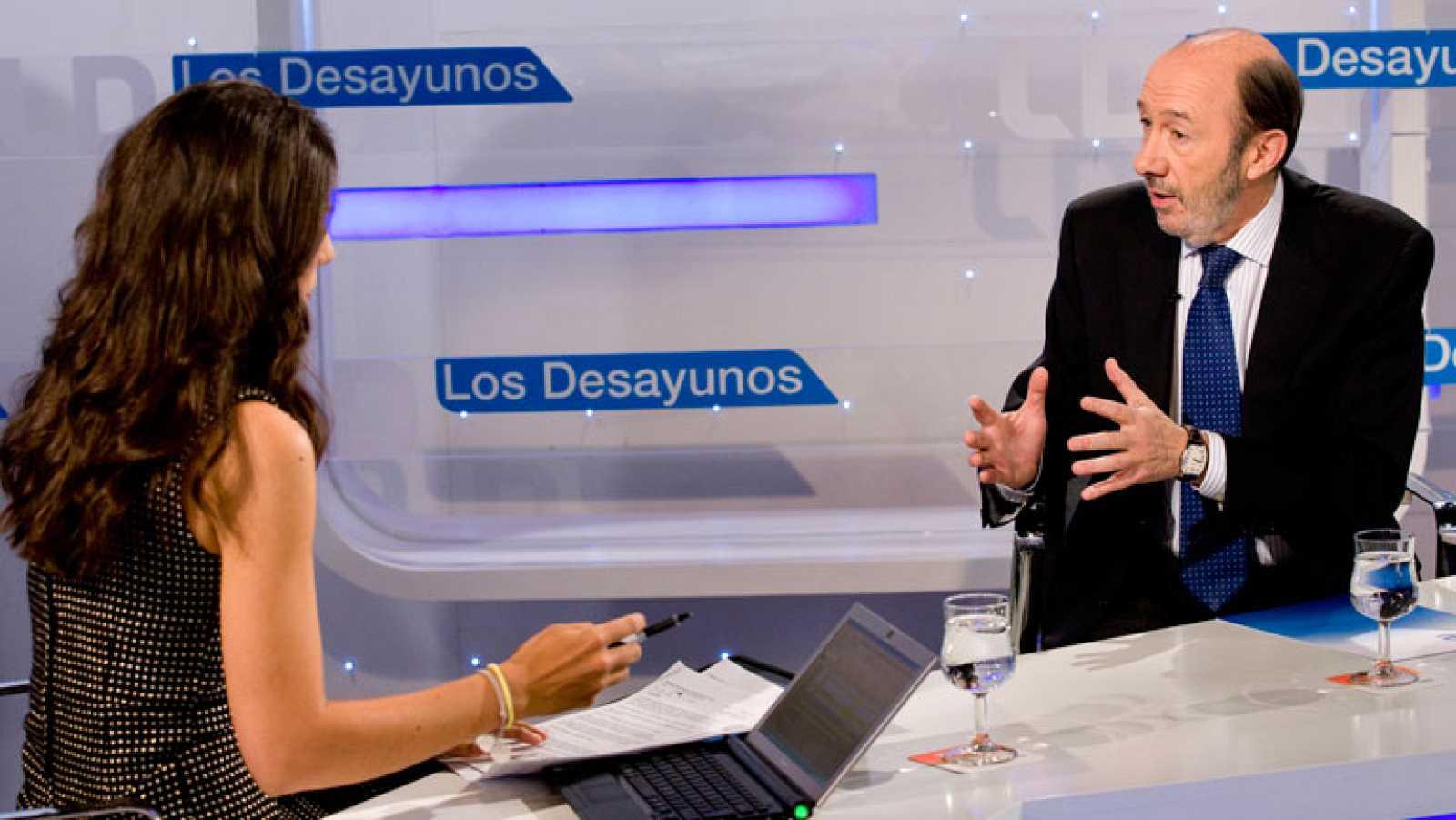 Rubalcaba apuesta por la responsabilidad en la elección de los órganos de RTVE
