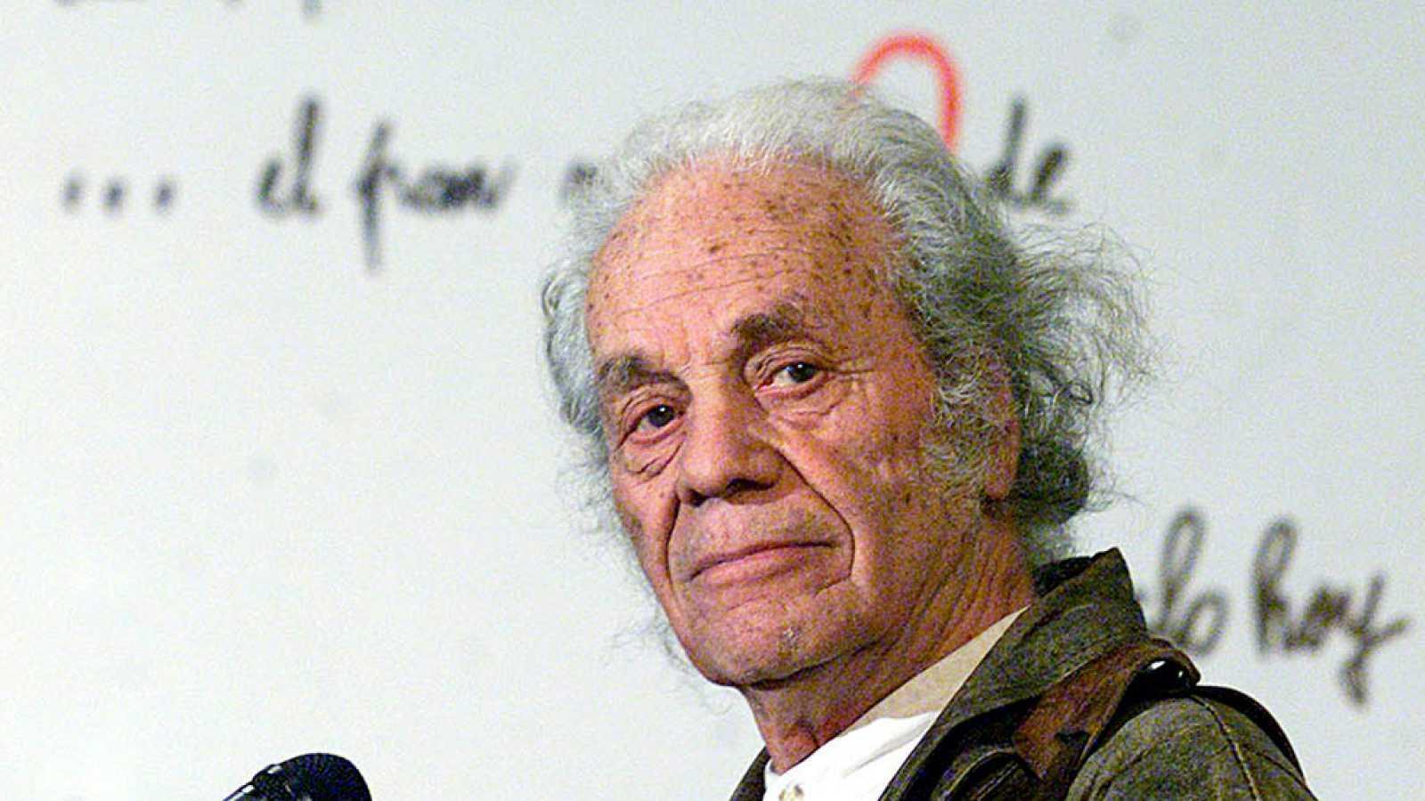El Premio Cervantes es otorgado al poeta chileno Nicanor Parra