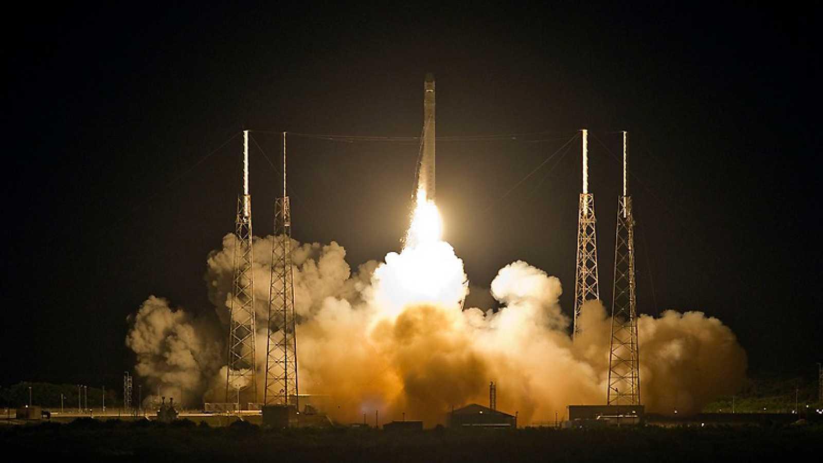 Lanzamiento de la primera nave comercial hacia la ISS