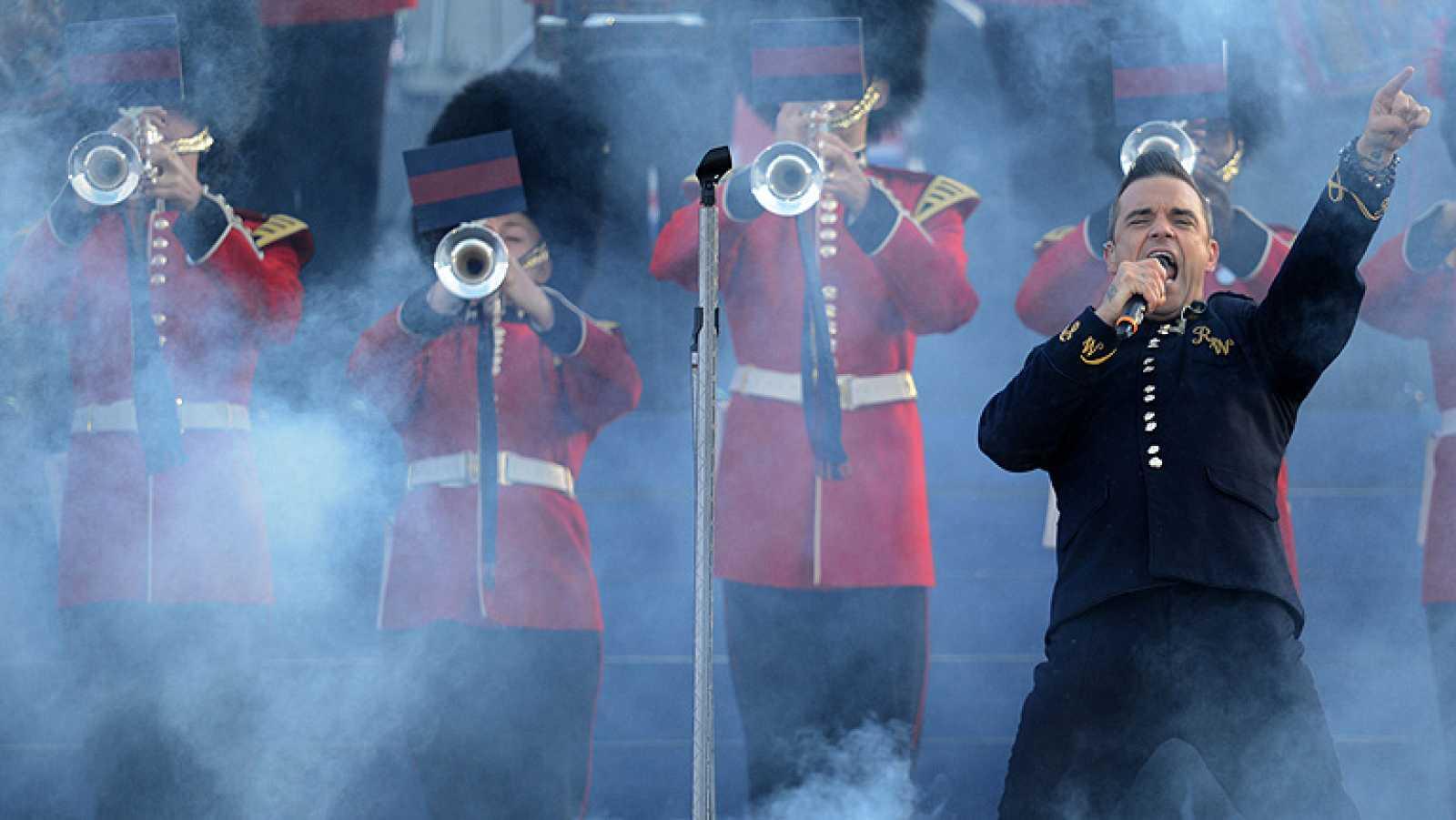 Los británicos celebraron anoche con música los 60 años de reinado de Isabel II. Los cantantes más conocidos de la música británica participan en el homenaje a Isabel II. Medio millón de personas siguió un concierto de tres horas junto al palacio de