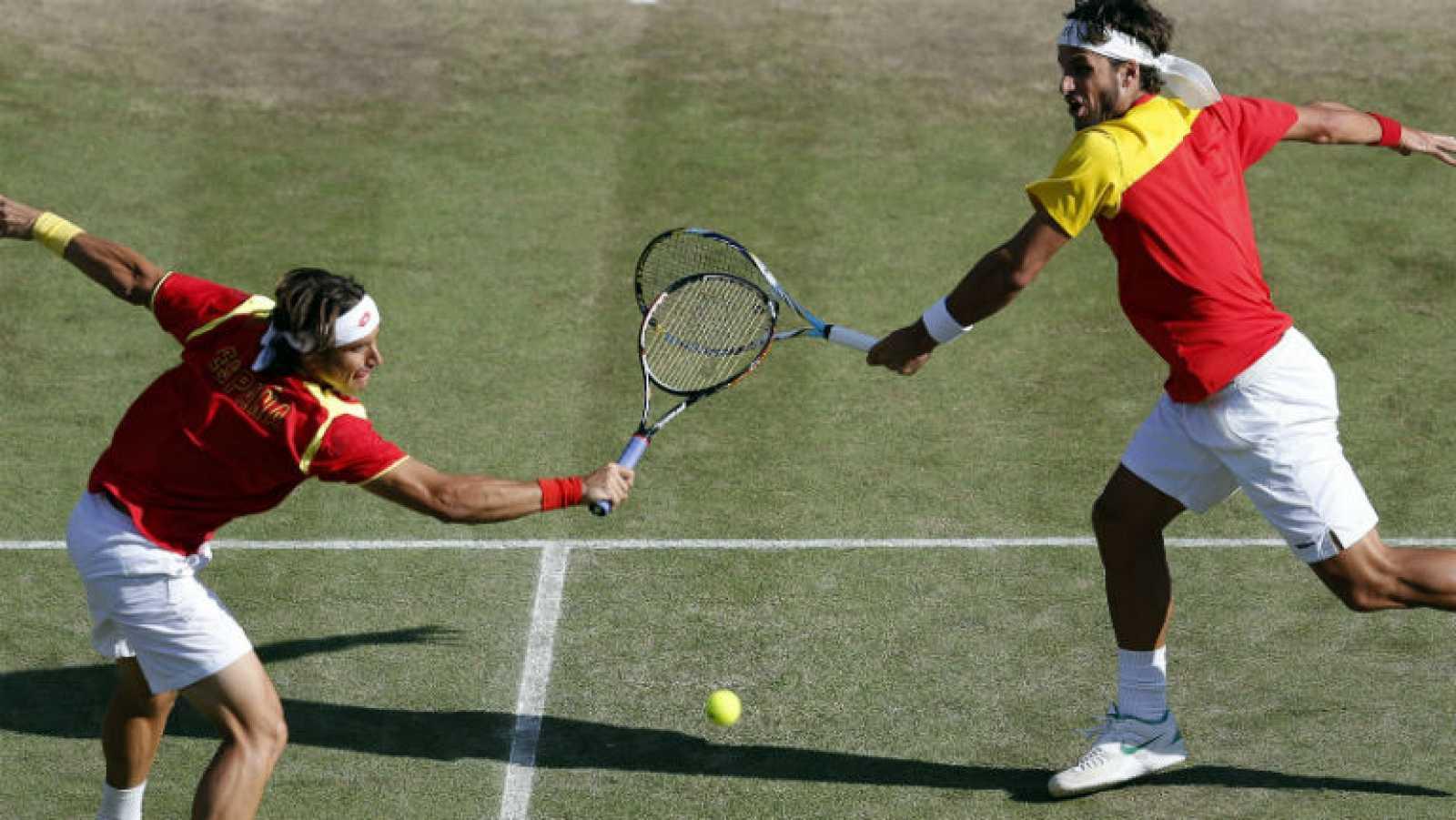 La pareja de dobles española, formada por Ferrer y Feliciano, ha caído derrotada en las semifinales de Londres 2012 ante la pareja francesa formada por Tsonga y Llodra, y tendrá que jugarse la medalla de bronce ante los también franceses Benneteau y