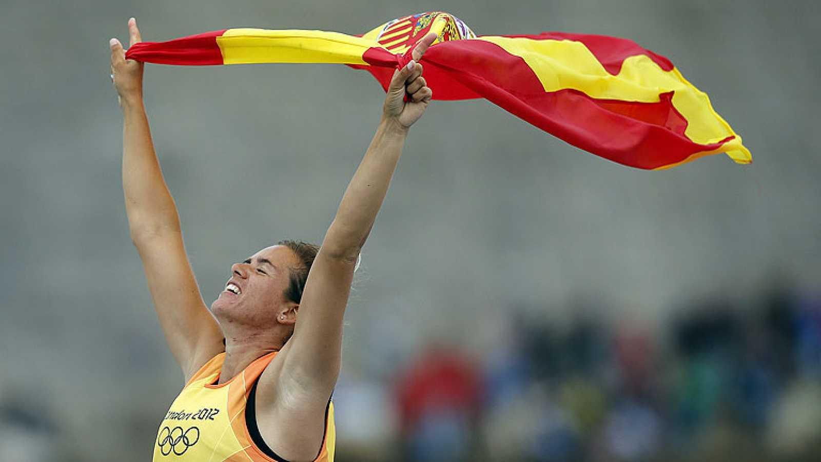 La española Marina Alabau ha conquistado el oro en windsurf en los Juegos Olímpicos de Londres 2012, tras gestionar la ventaja que consiguió desde la primera regata. Es la primera medalla de oro para España de estos Juegos.