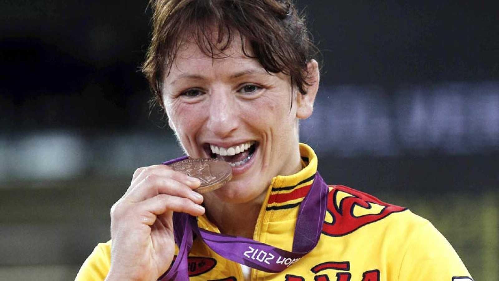 La luchadora española Maider Unda, apodada 'Iron Maider', pasa del hierro de su apodo en inglés al bronce conseguido en la competición de lucha de los Juegos de Londres.