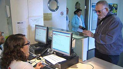 Los inmigrantes sin papeles dejan de tener derecho a la tarjeta sanitaria