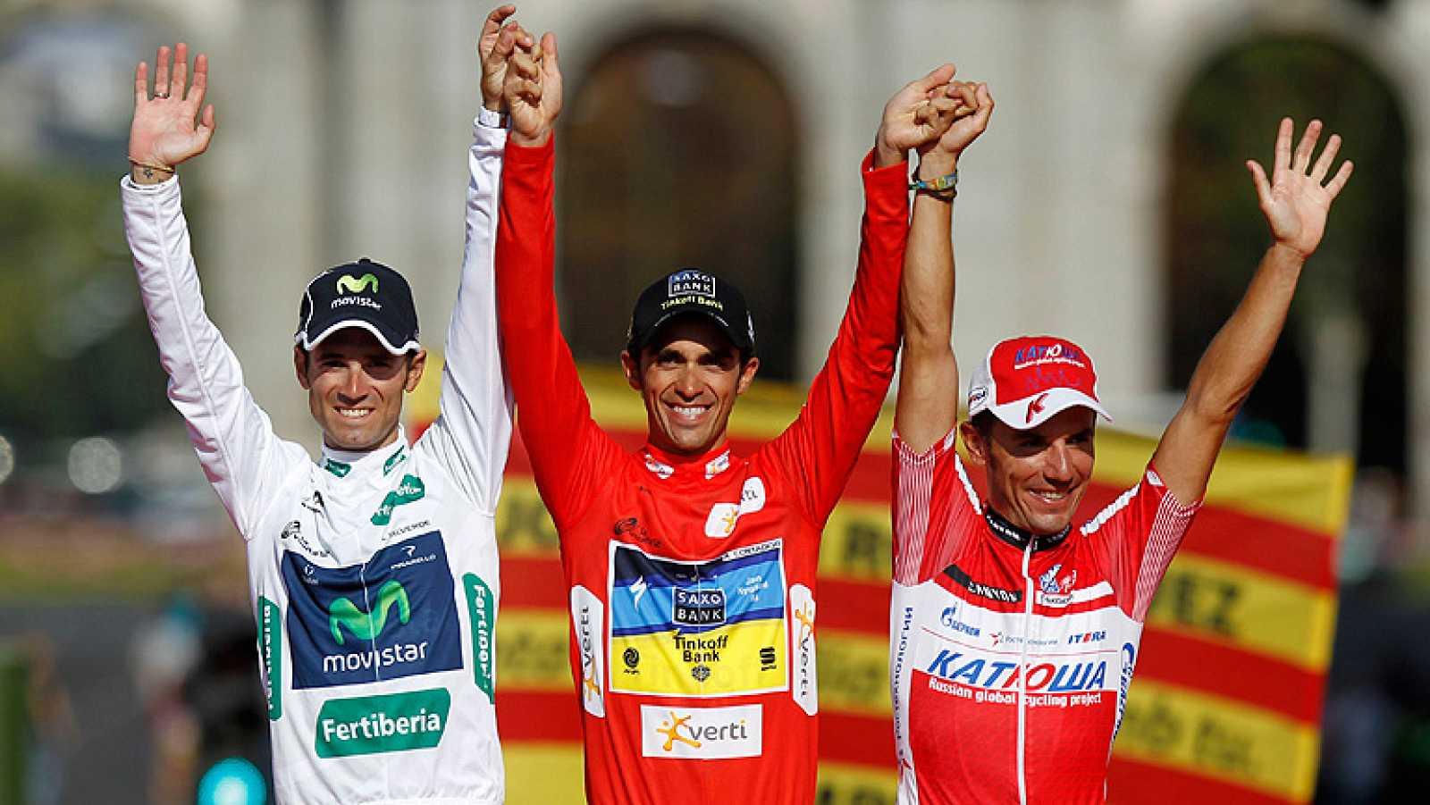 Los tres magníficos de esta Vuelta ciclista a España 2012 en el podio de Madrid.