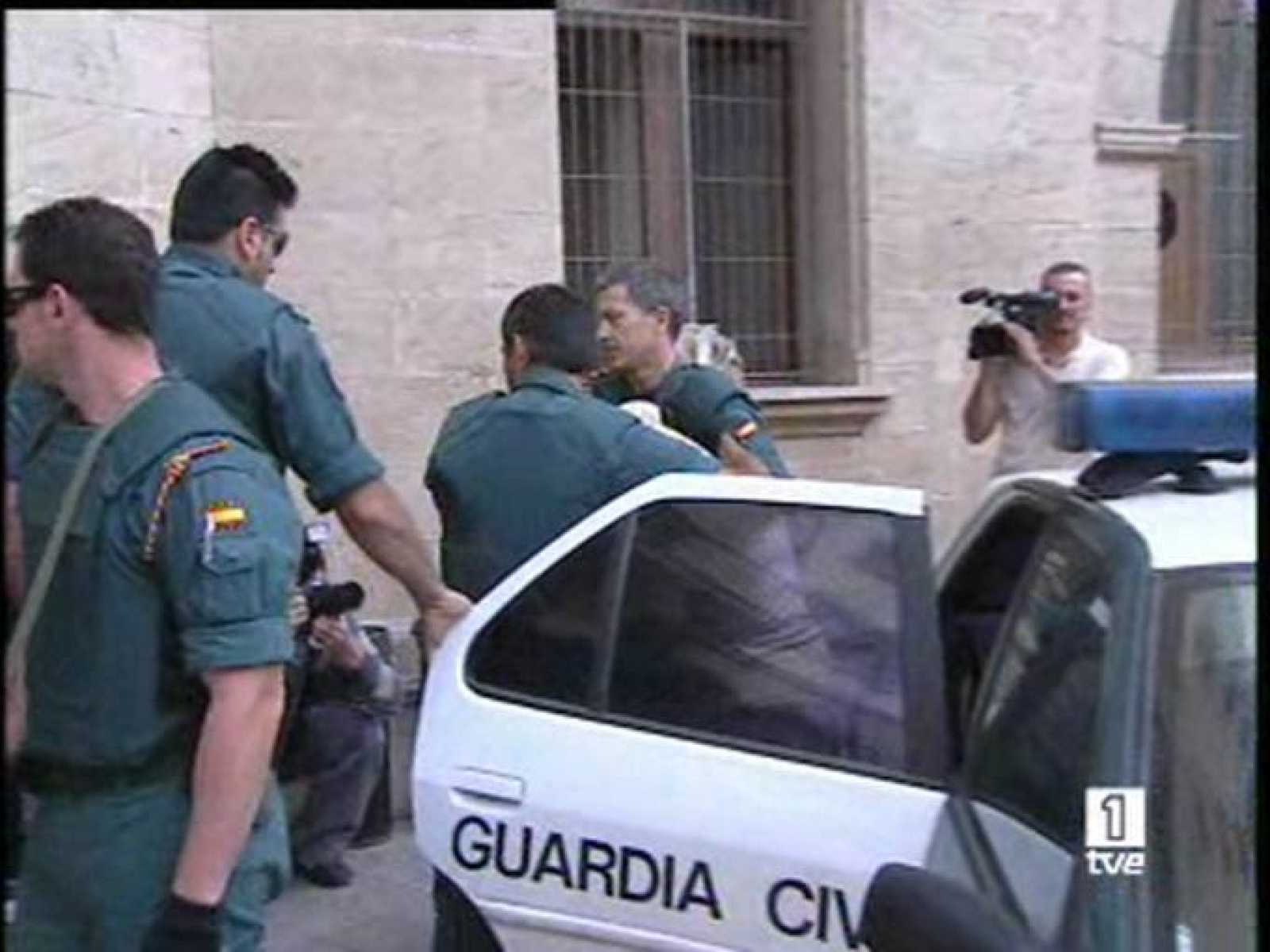 El juez de la Audiencia Nacional, Baltasar Garzón, ha decidido trasladar a Madrid y prorrogar la detención de los cuatro arrestados en Mallorca,
