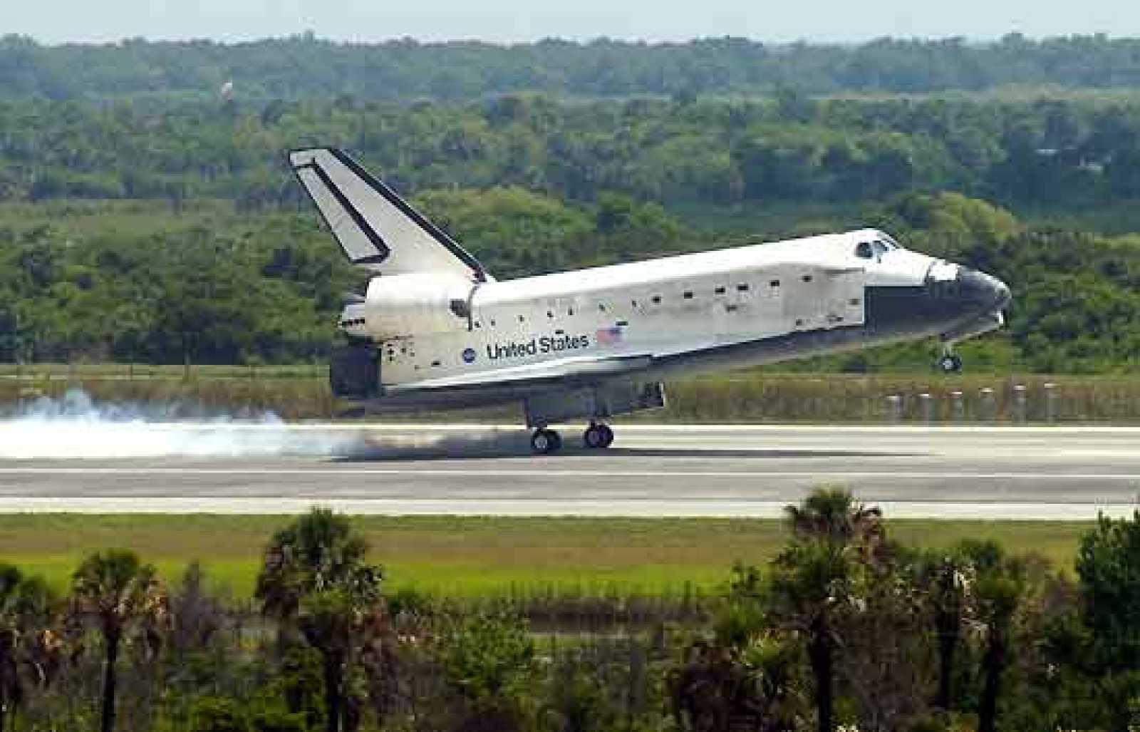 El Discovery aterriza con éxito