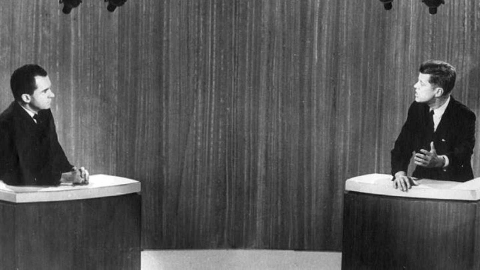 Analizamos con tres expertos de comunicación política las claves para ganar un debate electoral. Entre ellas destaca la naturalidad, no mostrarse nunca agresivo e inestable y saber llevar a tu terreno al rival para que hable de los temas que te inter