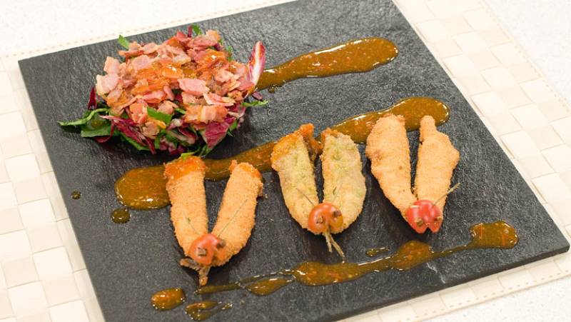 Saber cocinar - Mariposas de boquerones con salsa de cherrys y ensalada de espinacas y achicoria