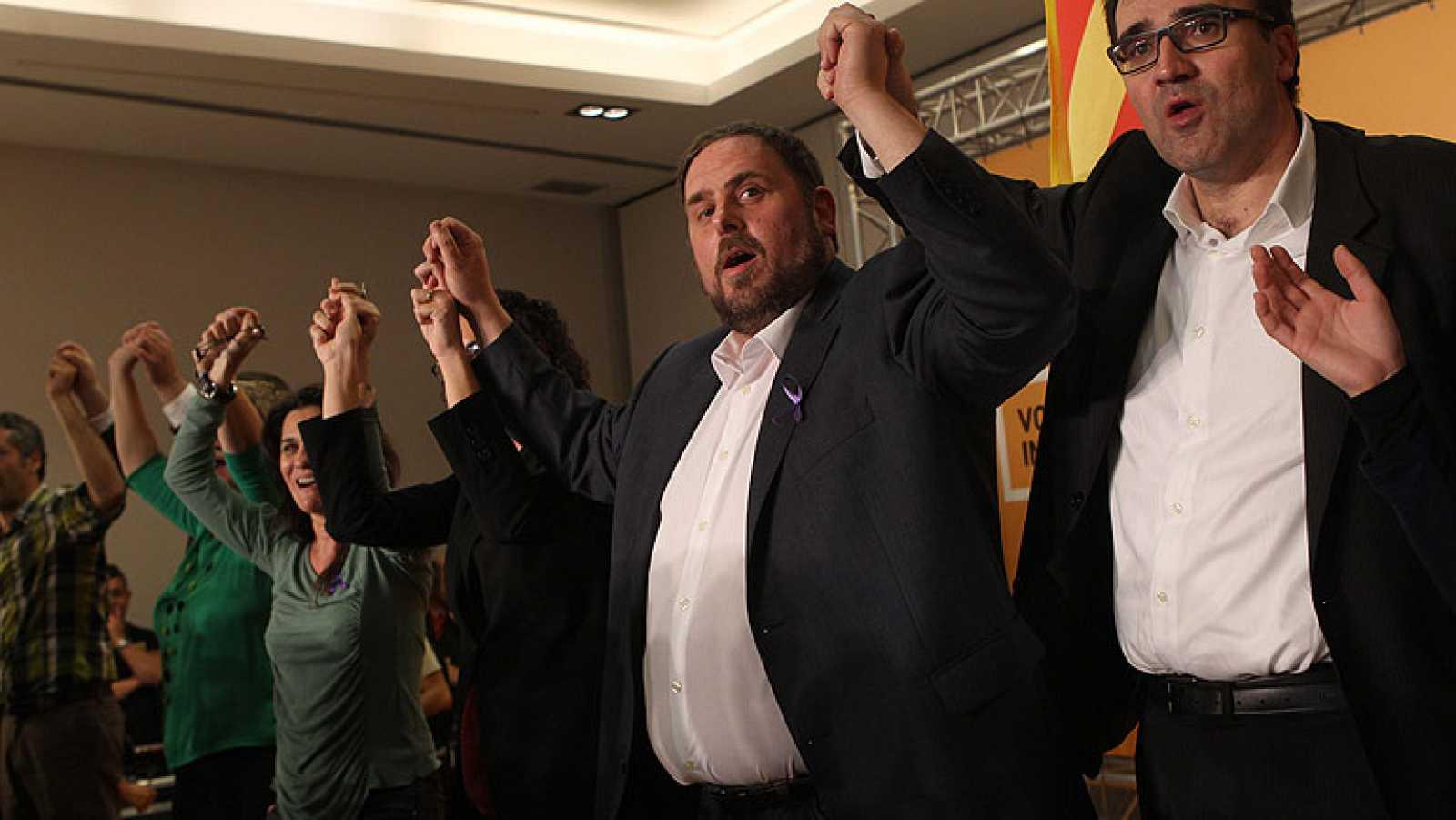 """En una comparecencia en la sede electoral de ERC, el líder de ERC, Oriol Junqueras, ha hecho constar su """"alegría"""" por el avance conseguido por Esquerra, que se ha convertido en la segunda fuerza de Cataluña con 21 diputados."""