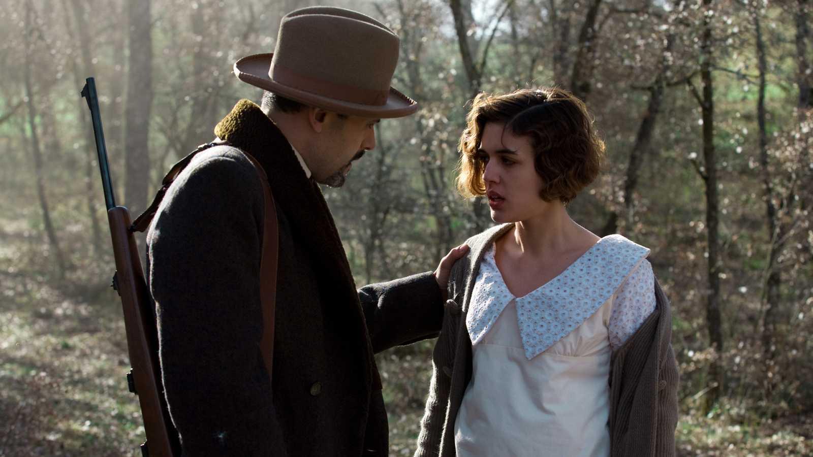 La Señora - Capítulo 6 - La decisión de Ángel de ordenarse sacerdote hunde a Victoria en una profunda depresión - Ver ahora