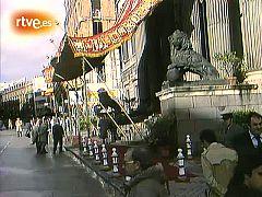 El Rey Don Juan Carlos I sanciona la Constitución española del 27 de diciembre de 1978