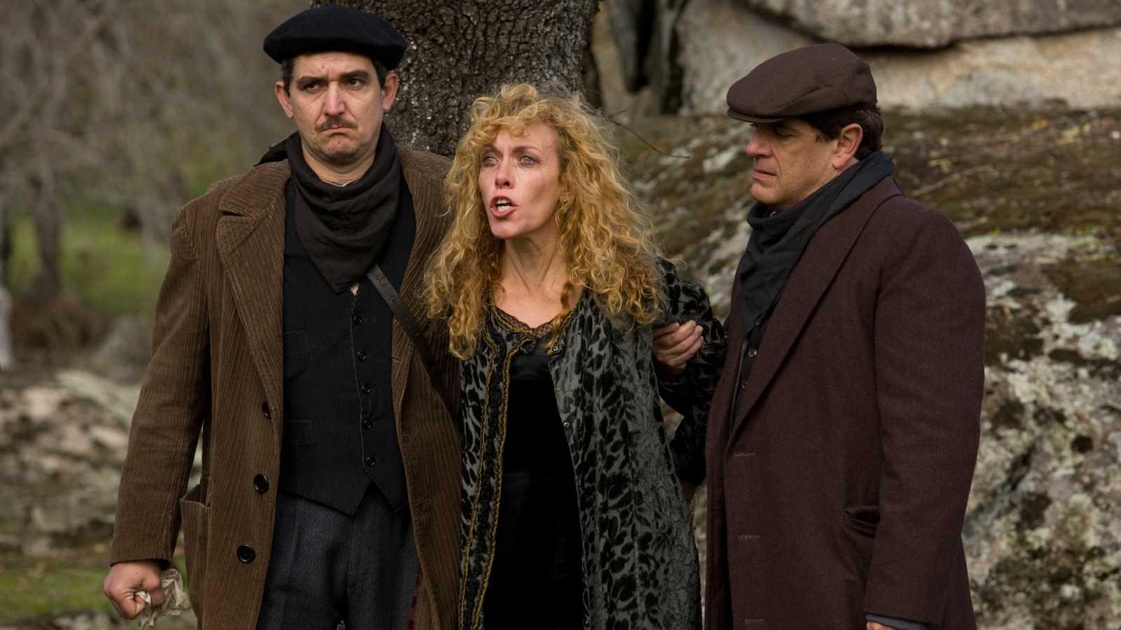 La Señora - Capítulo 19 - Gonzalo de Castro a penas puede contener su dolor por la vuelta de Victoria a casa Márquez - Ver ahora