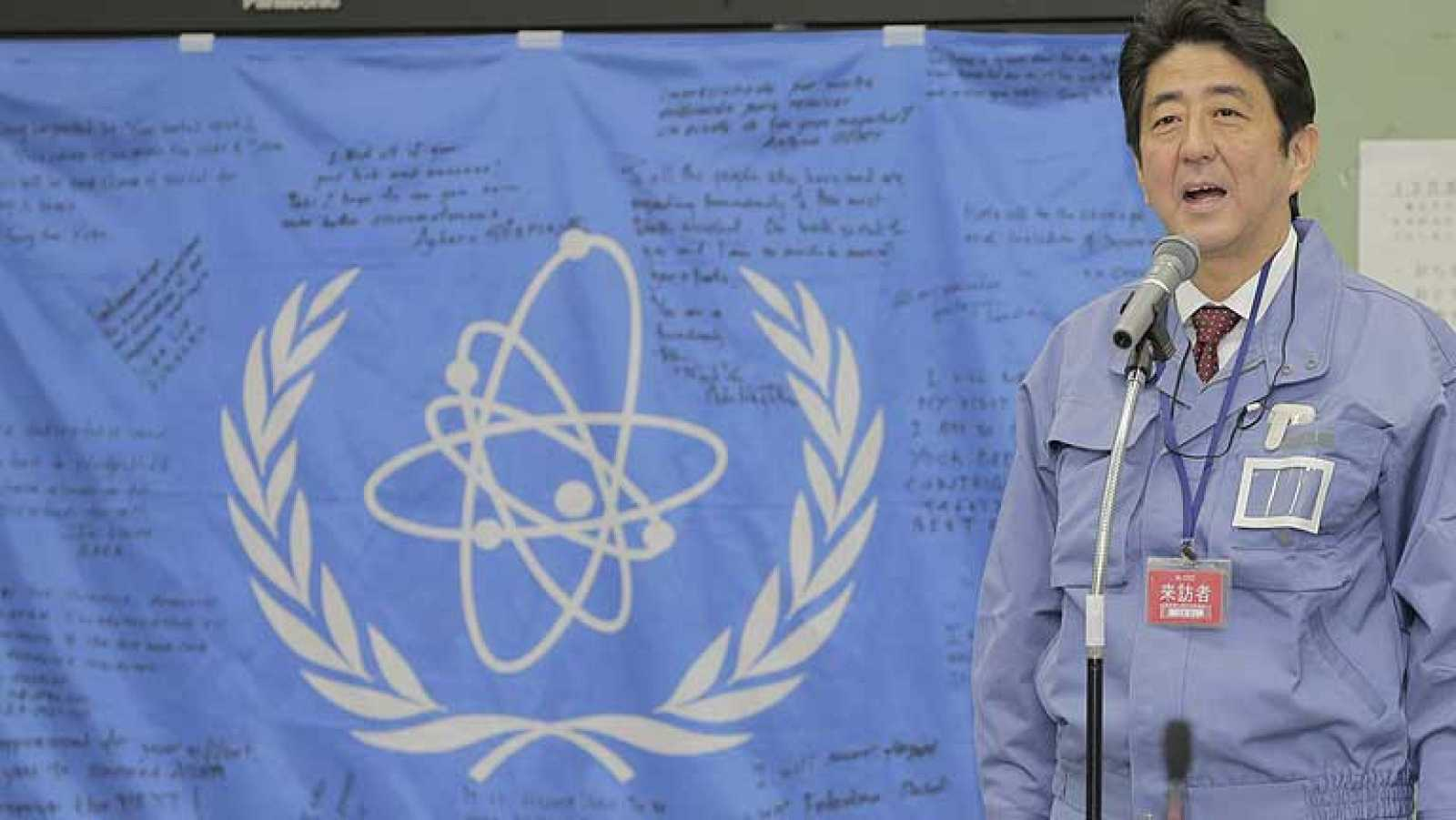 El primer ministro japonés visita Fukushima