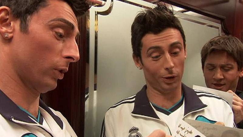 Messi y Cristiano Ronaldo protagonizan este sketch en el que las dos futbolistas se ven atrapados en un ascensor...¿Qué pasará?