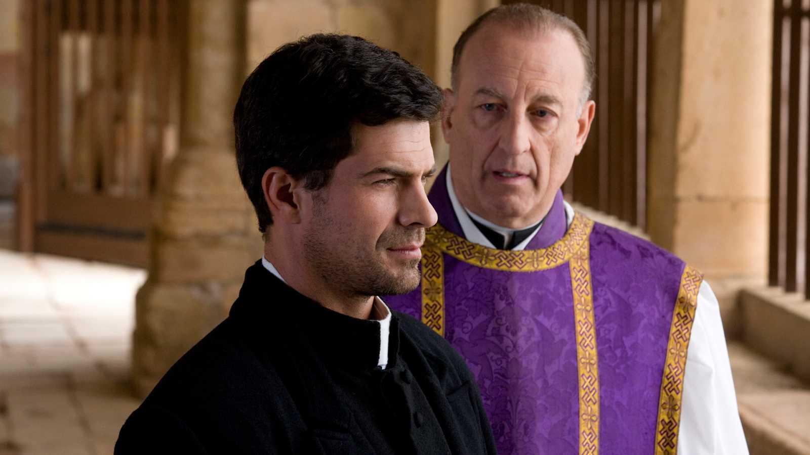 La Señora - Capítulo 30 - La pasión de los enamorados hace que Angel y Victoria se encuentren en una playa solitaria - Ver ahora