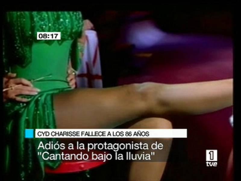 """Fallece a los 86 años la bailarina de Hollywood, Cyd Charisse, pareja de Fred Asteire en la mítica """"Cantando bajo la lluvia""""."""
