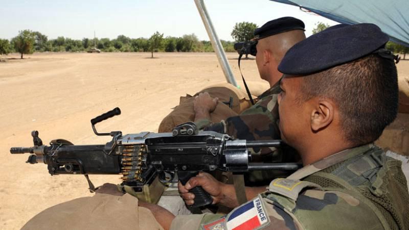 Francia despliega tropas en Mali