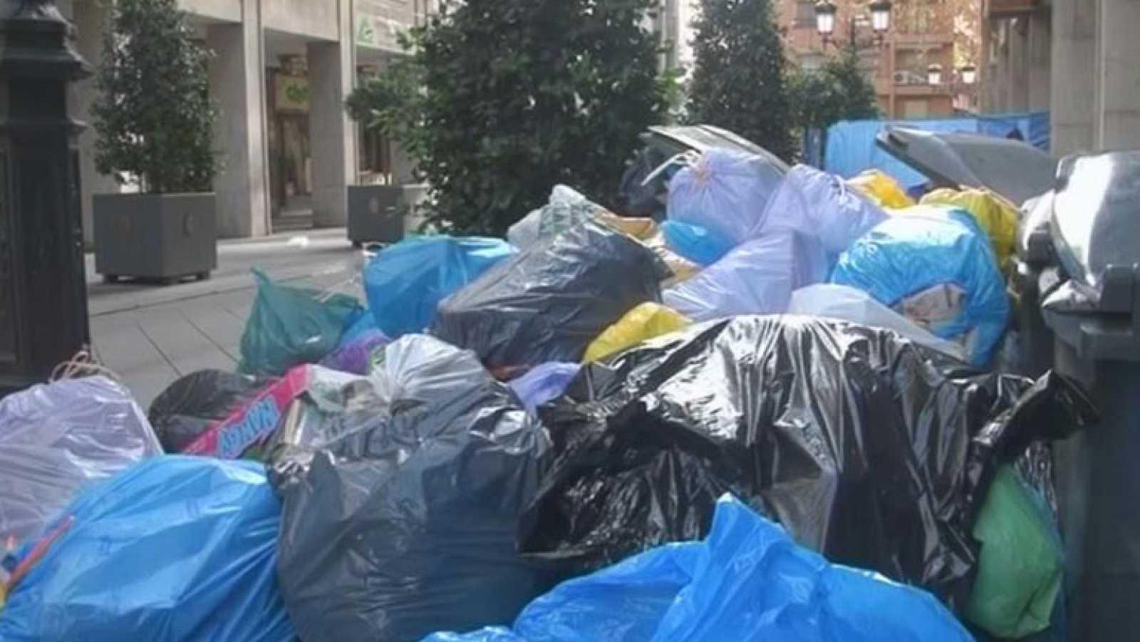 El alcalde de Granada se plantea pedir apoyo al ejército para limpiar las calles