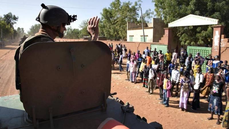 El Ejército de Mali recupera el control total de Kona, mientras siguen los combates en el norte