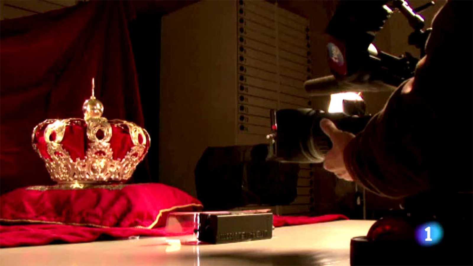Rodaje de los símbolos reales de la monarquía española, la corona y el cetro de los Reyes , realizado por el equipo del programa 'Audiencia Abierta', en el Palacio Real de Madrid.