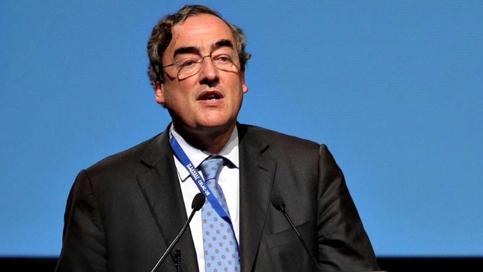 Rosell (CEOE) dice que no hay seis millones de parados y que sobran muchos funcionarios
