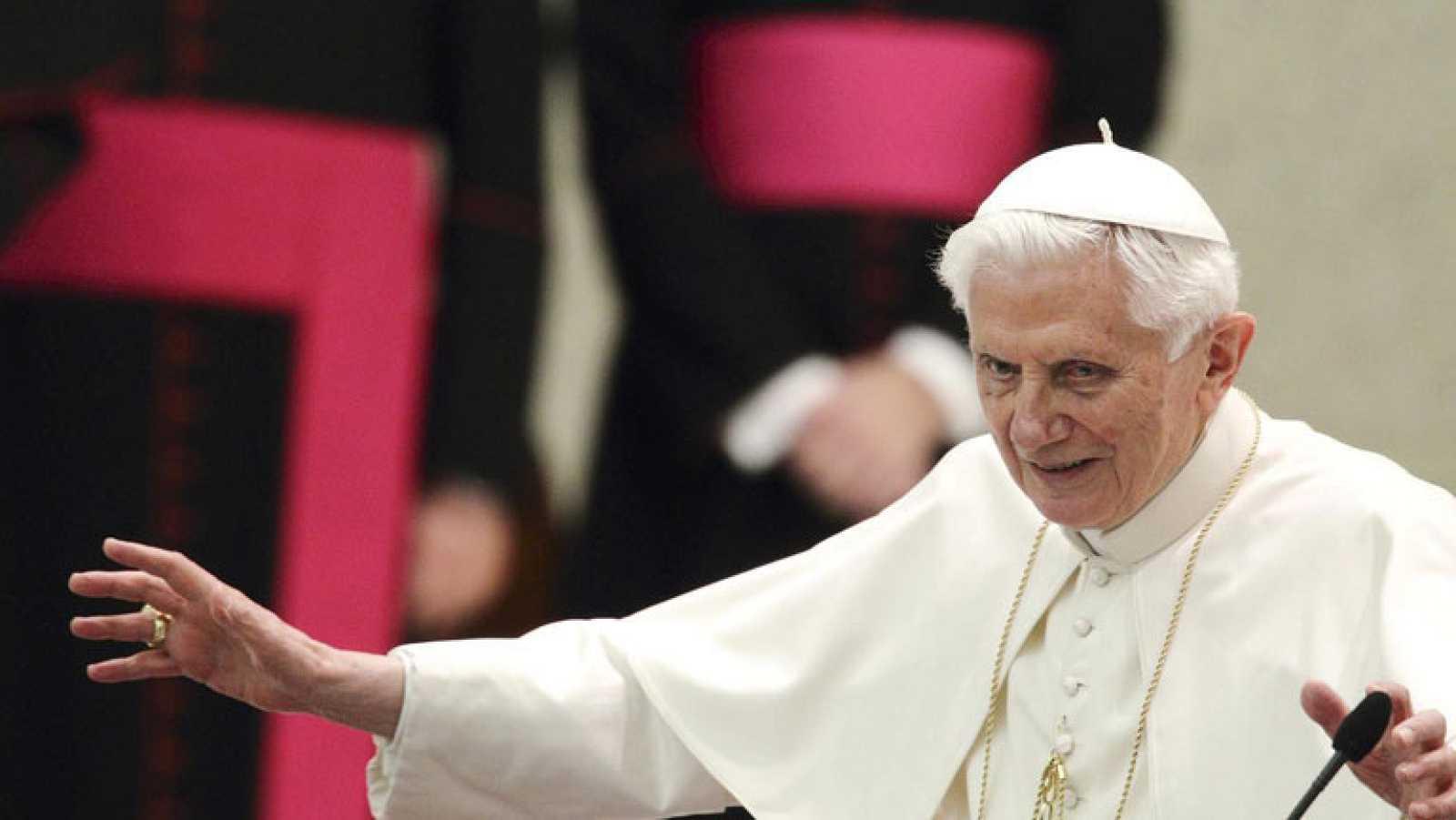 El Papa será acompañado al monasterio del Vaticano por sus cuidadoras y su secretario
