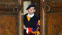 La Guardia Suiza cierra las puertas del palacio de Castelgandolfo