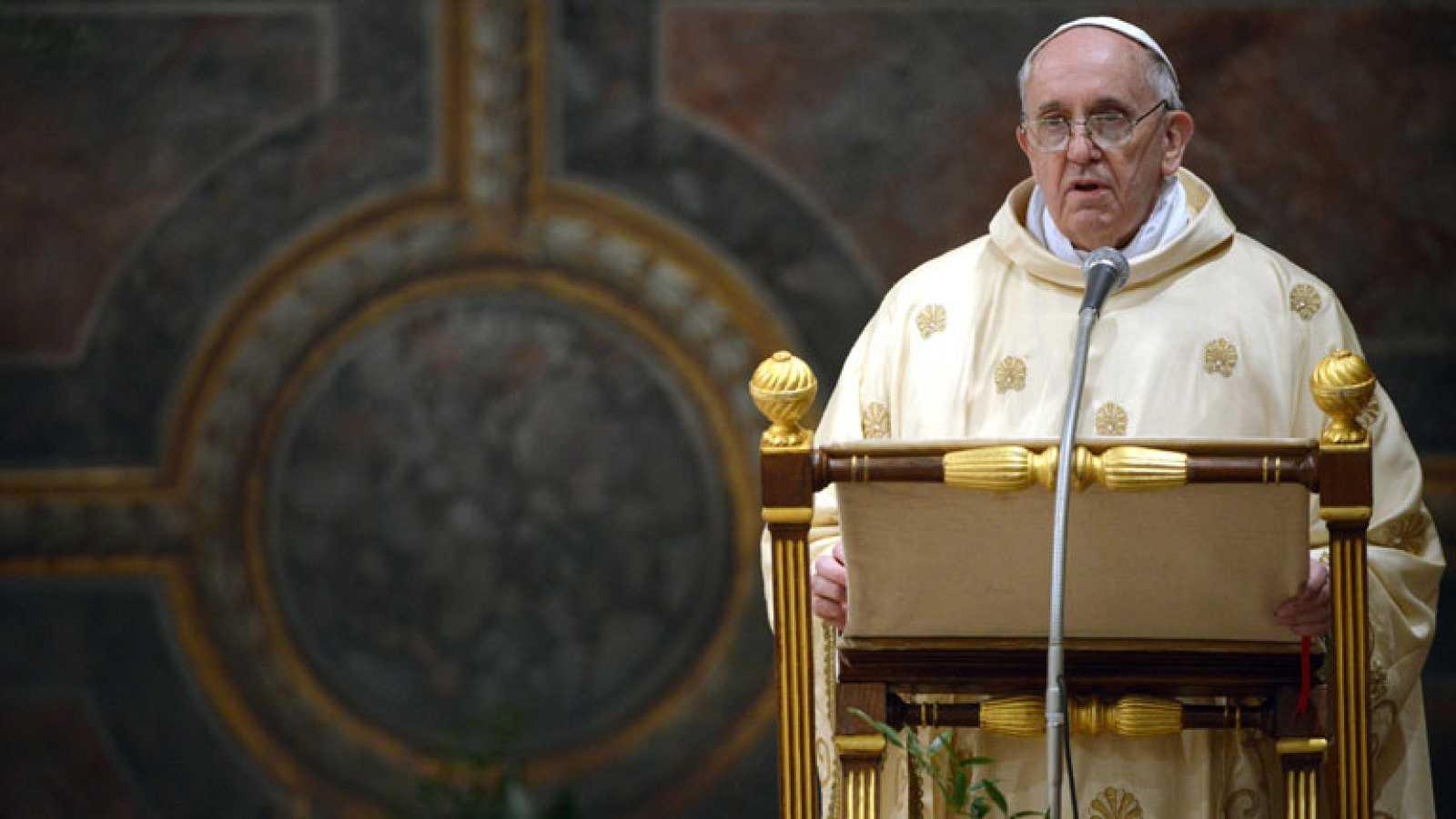 """El papa Francisco ha hecho en su primera eucaristía como Sumo Pontífice un llamamiento a la unión y la vuelta a los Evangelios de la Iglesia católica, asegurando es necesario construir sobre Cristo para no convertirse en una """"ONG compasiva"""""""