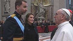 Los príncipes y Rajoy saludan al papa Francisco