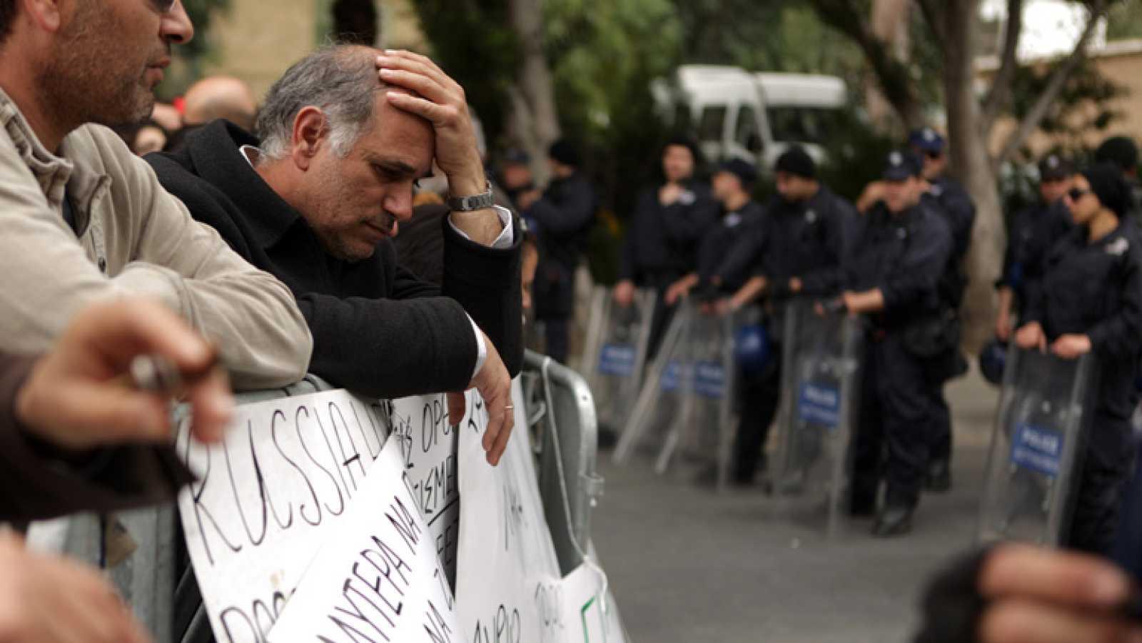 Chipre vota esta tarde el plan B del rescate en el parlamento