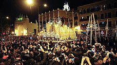 La lluvia da tregua pero 'rompe' el recorrido de las seis cofradías de la 'Madrugá' de Sevilla