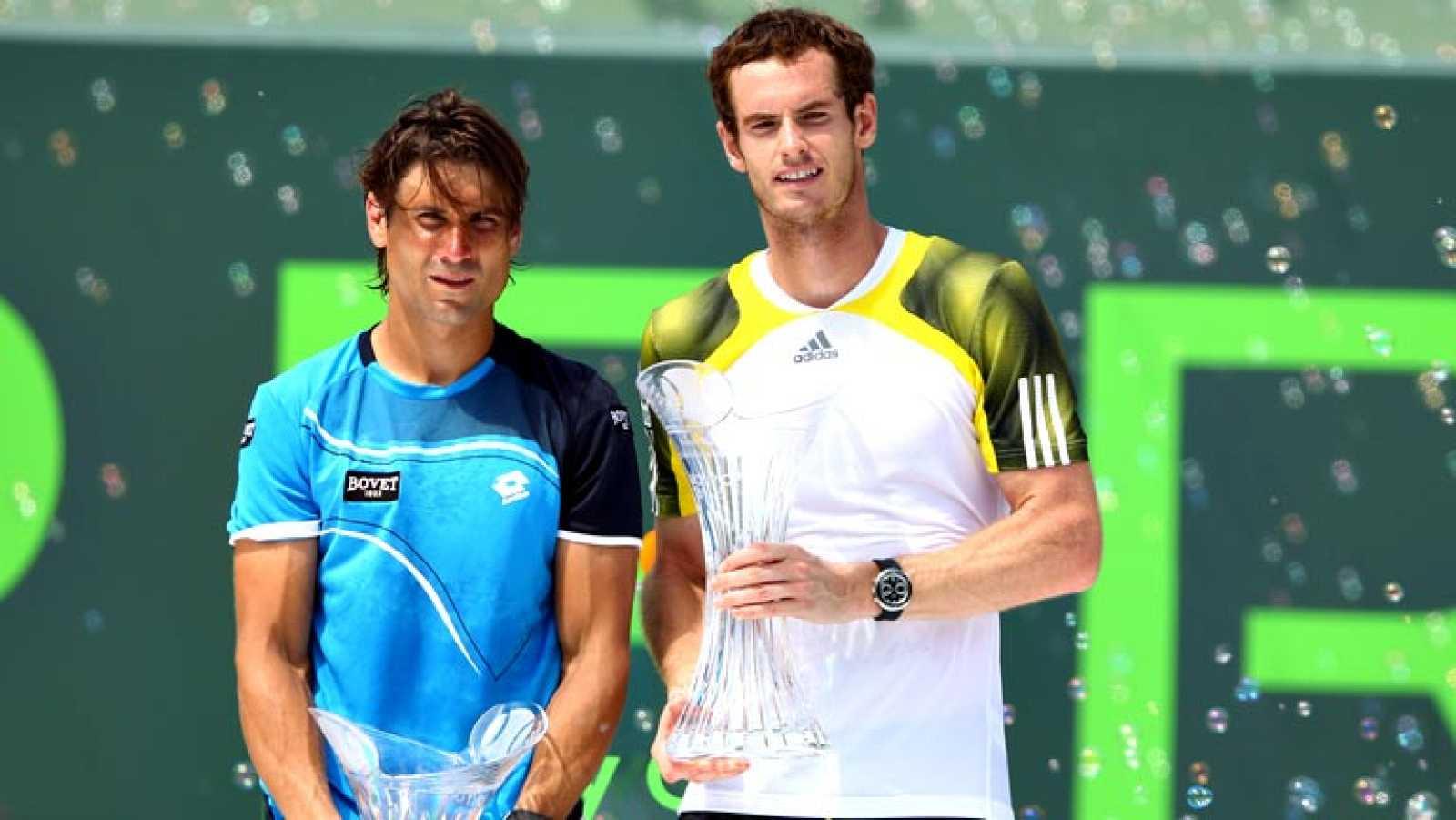 El británico Andy Murray salvó un punto de partido y se hizo por segunda vez con título en el Masters 1000 de Miami al vencer hoy en la final al español David Ferrer por 2-6, 6-4 y 7-6 (1), victoria que le proporcionará aparecer mañana lunes como seg