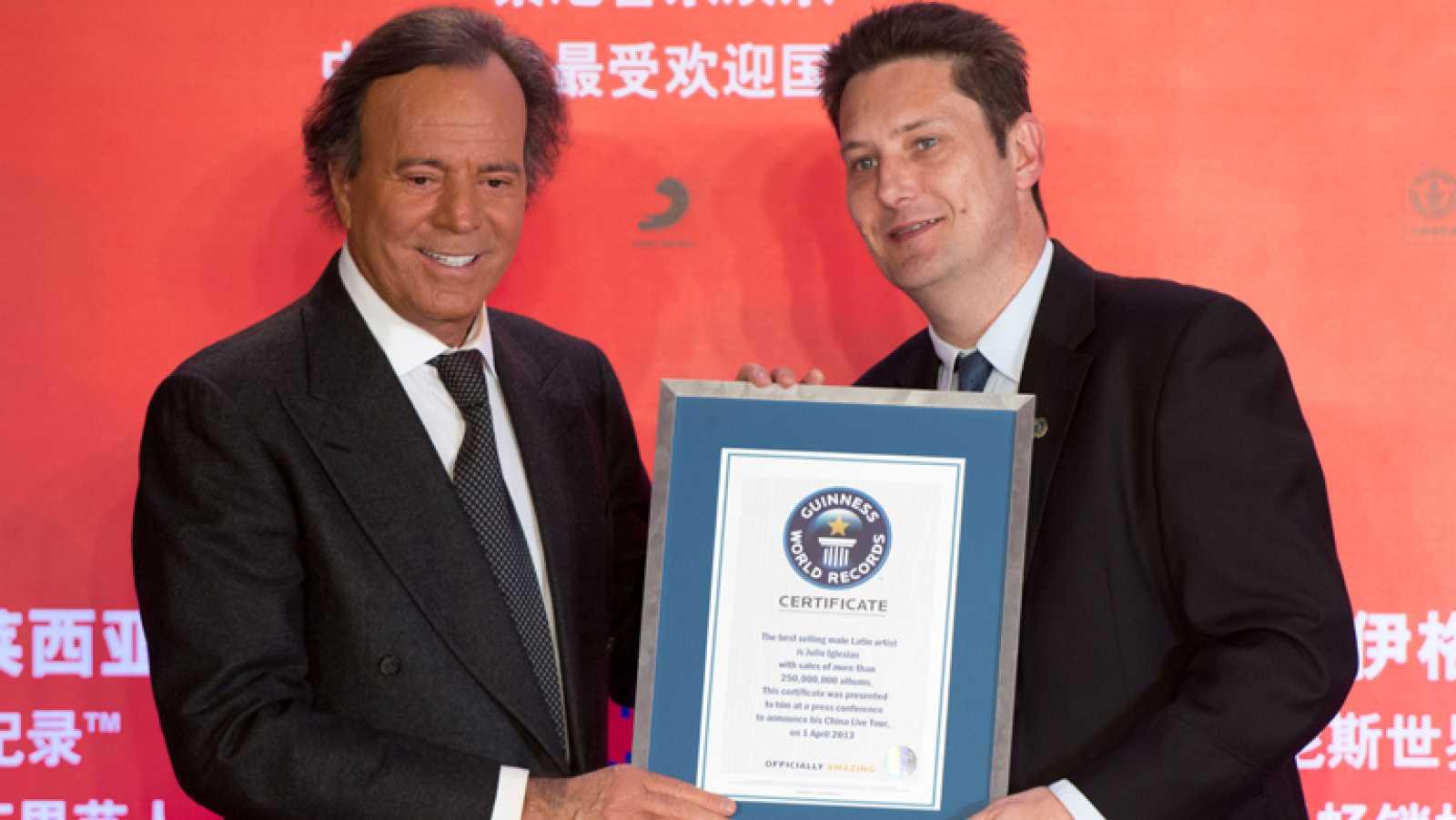 Julio Iglesias entra en el libro Guinness de los Récords