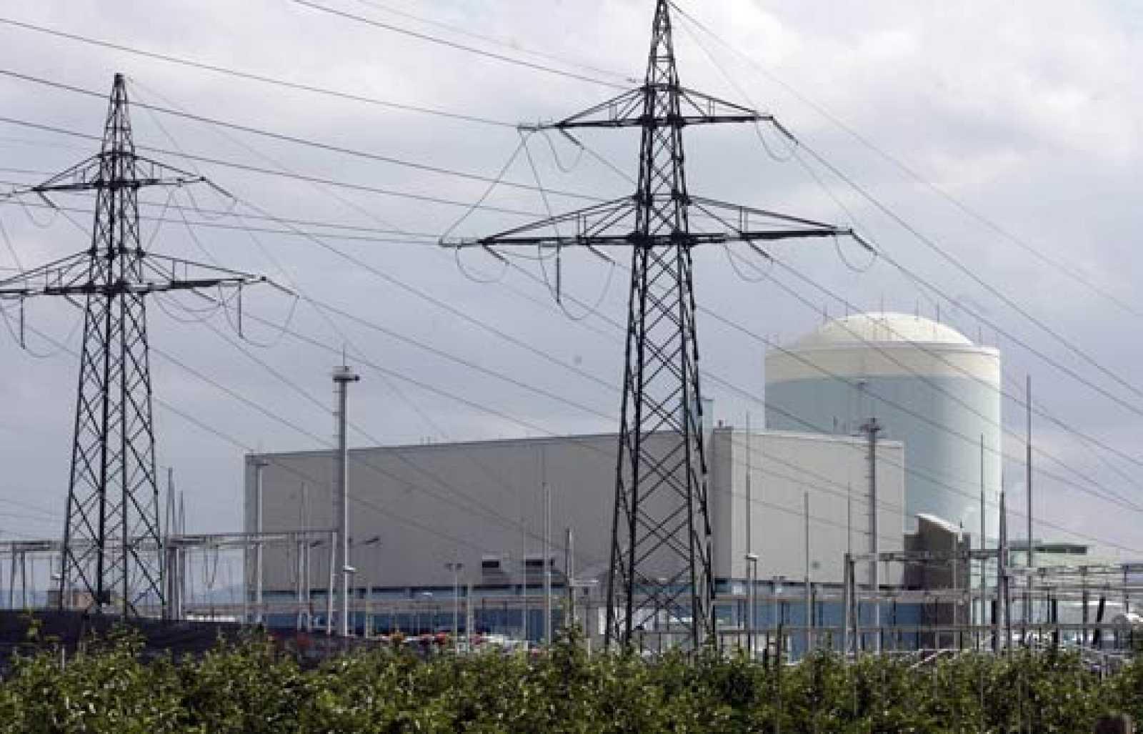 La dependencia energética y el aumento de las tarifas eléctricas han reabierto el debate social en nuestro país sobre la utilización de la energía nuclear.
