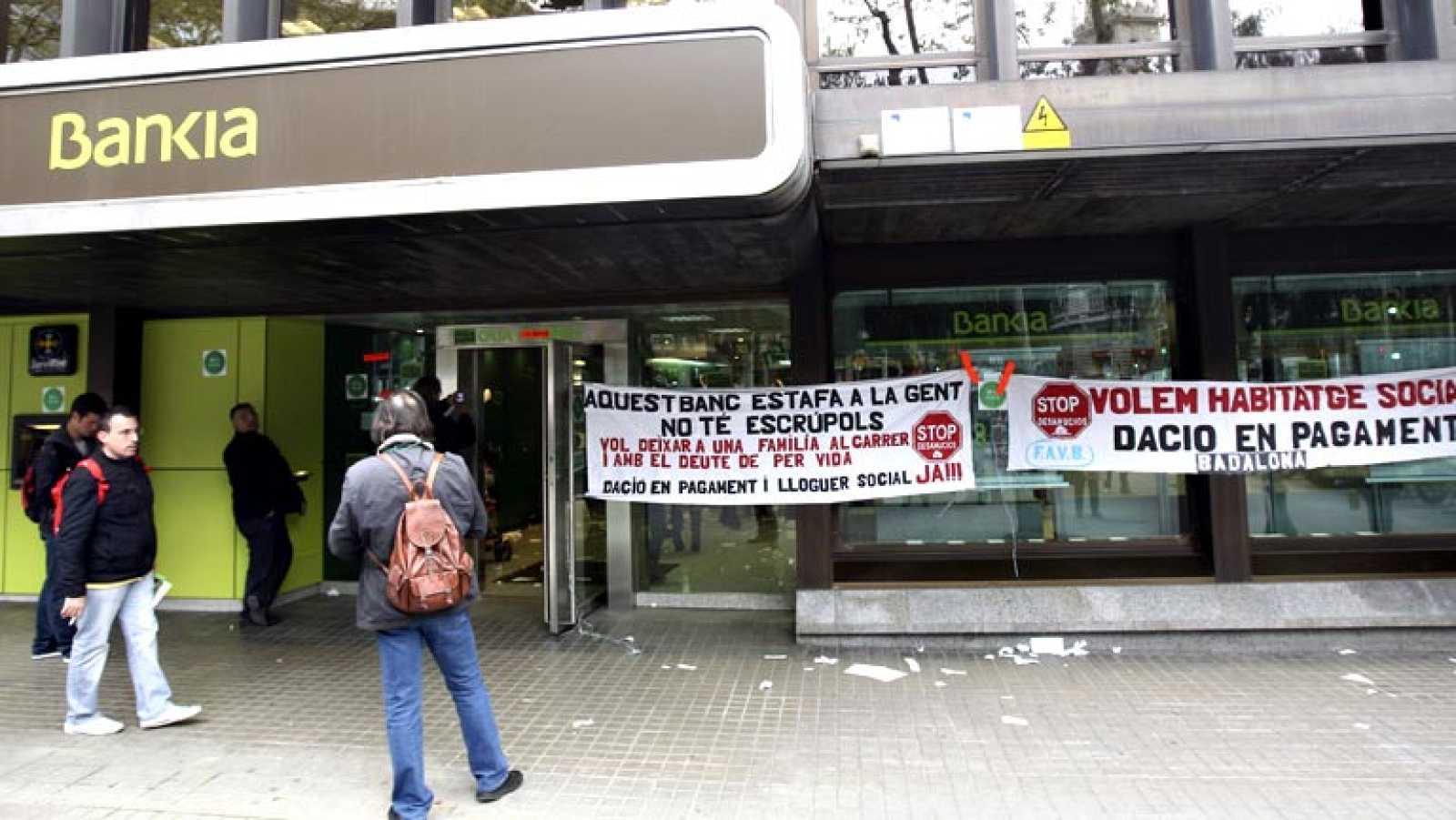 La CNMV denuncia irregularidades de las preferentes que vendieron Caja Madrid y Bancaja
