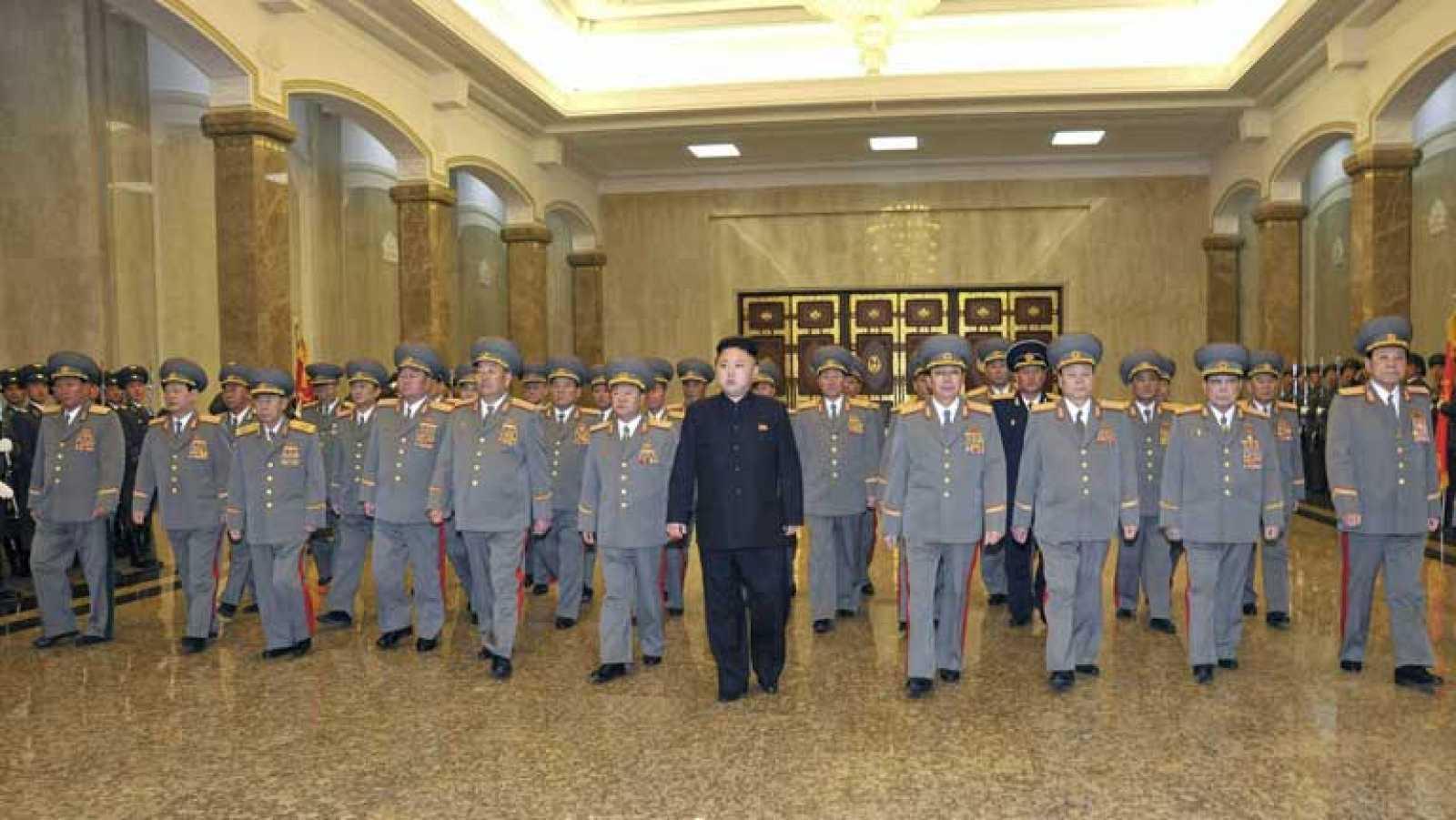 Baja la tensión Corea del Norte mientras rinden tributo a su fundador