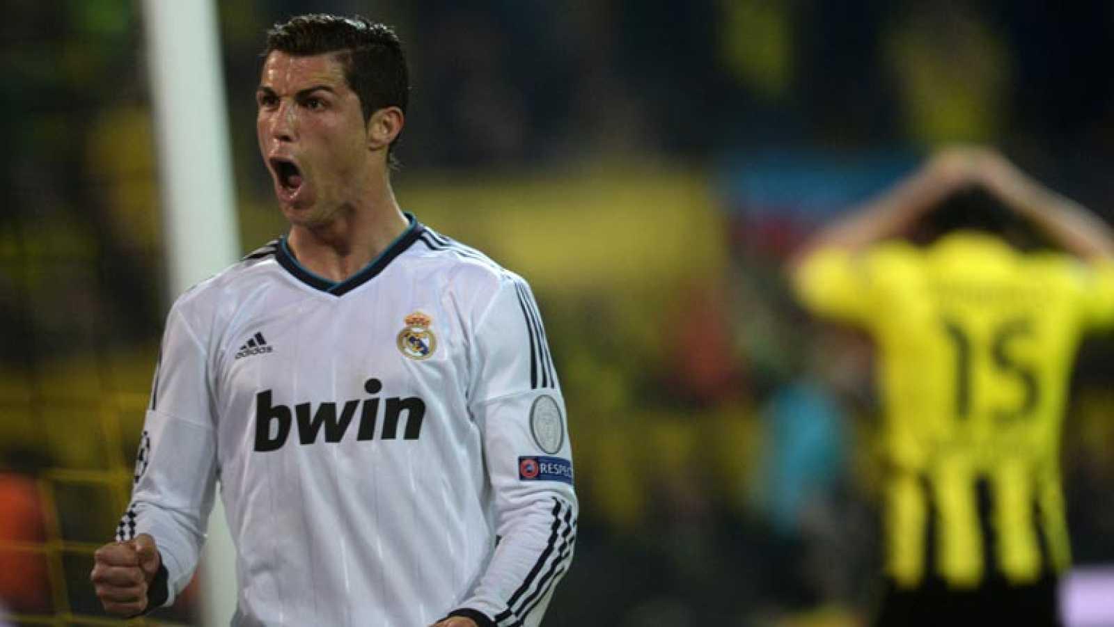 El jugador del Real Madrid Cristiano Ronaldo ha marcado el gol del 1-1 en el minuto 42 de juego, tras un pase de Higuaín y un error muy grave de Hummels.
