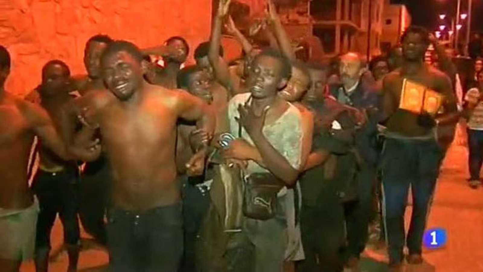 200 inmigrantes intentaron anoche saltar la valla de Melilla, 70 lo lograron