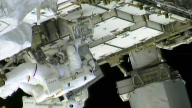 Astronautas de la ISS intentan localizar la fuga de amoniaco