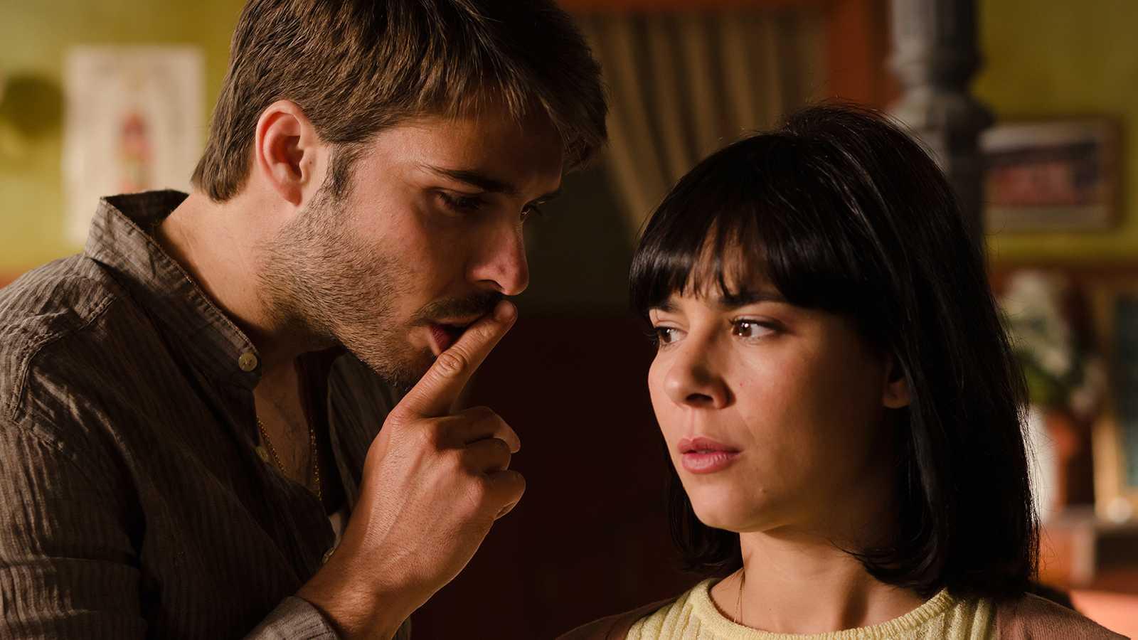 Gran Reserva. El origen - Capítulo 13 - Elena quiere contar a la policía lo que Gabriel les dijo horas antes de desaparecer - ver ahora