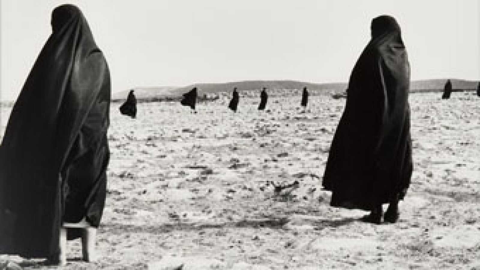 """Visitando PHotoEspaña: """"Escrito sobre el cuerpo"""", de Shirin Neshat - Ver ahora"""