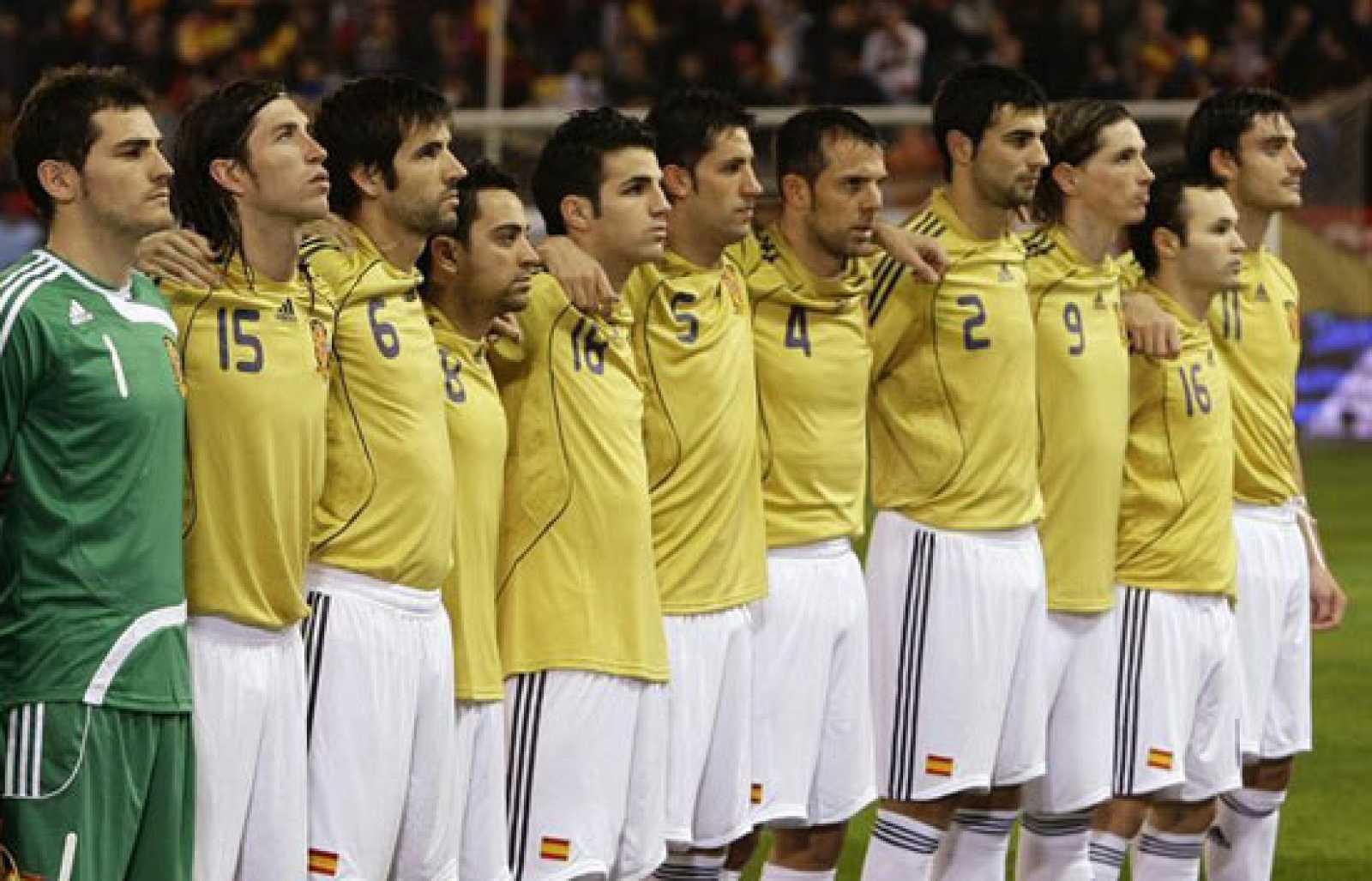 España jugará de amarillo contra Rusia. Un color maldito para los supersticiosos.