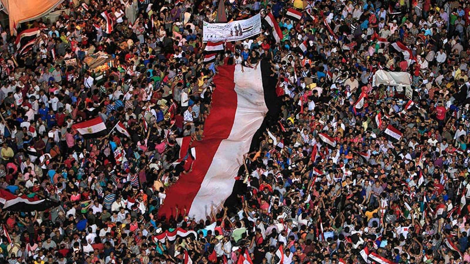 La oposición egipcia da la bienvenida al ultimátum de los militares a Morsi
