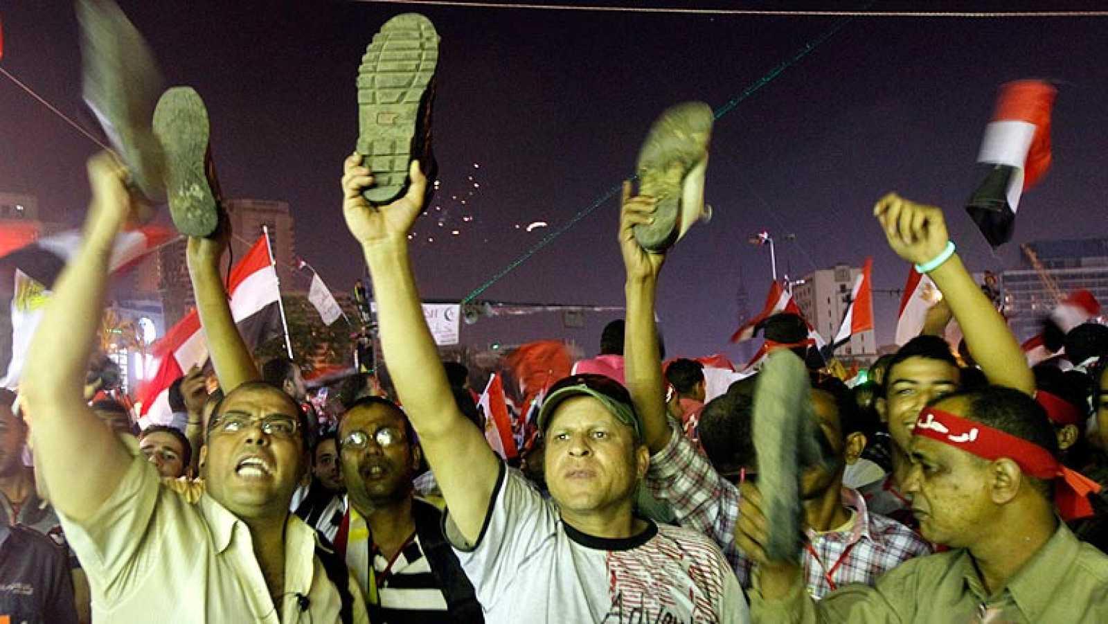 """Morsi apela a su """"legitimidad"""" democrática y subraya que seguirá al frente del Gobierno"""