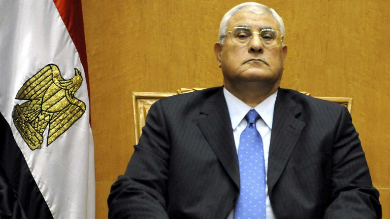 Jura el cargo el nuevo presidente interino de Egipto, instaurado por los militares