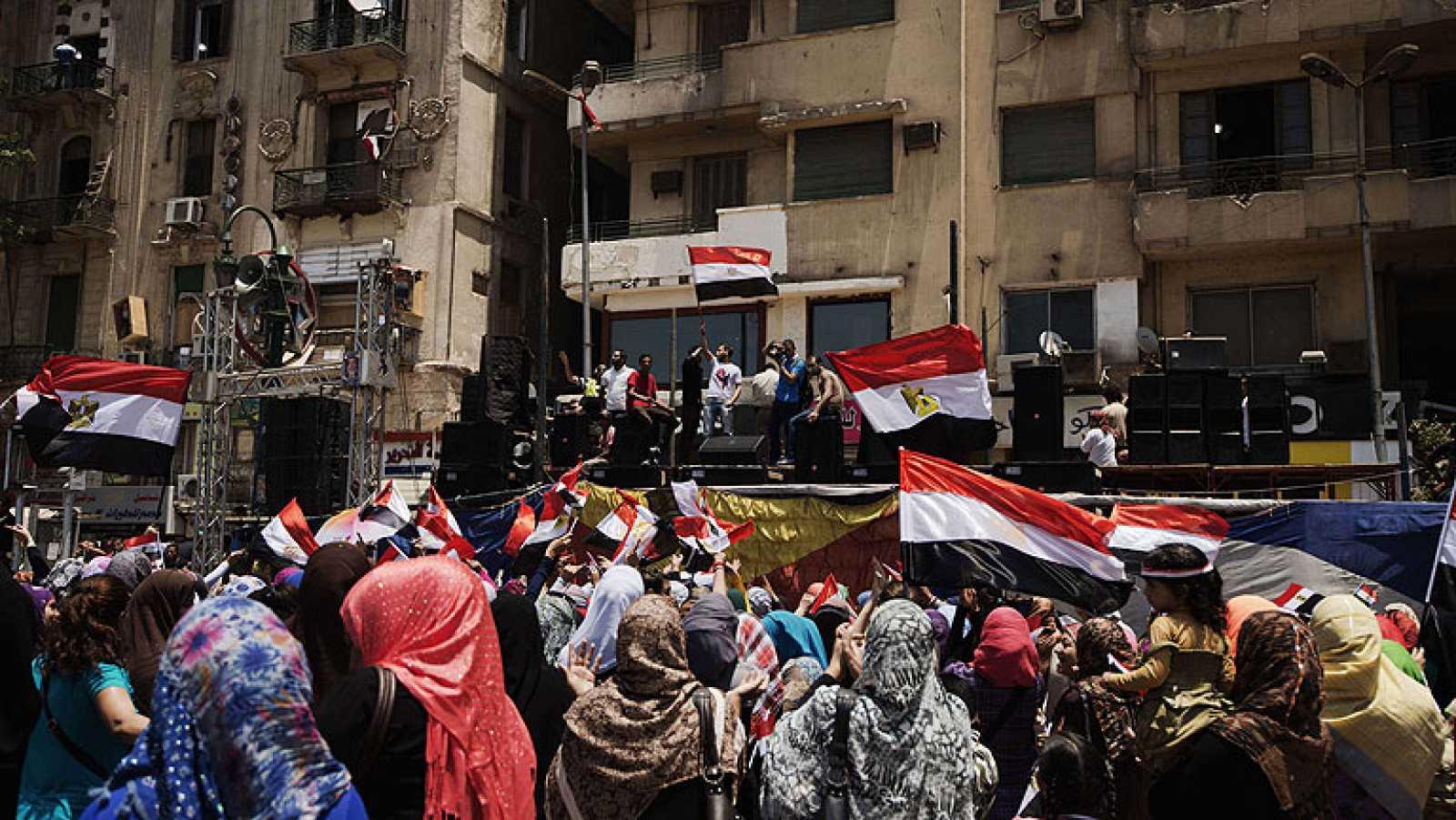 Tahir celebra el golpe de estado mientras las nuevas autoridades detienen de los principales líderes de los Hermanos Musulmanes